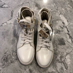 Shoes - White leather Lock and Key Sneakers